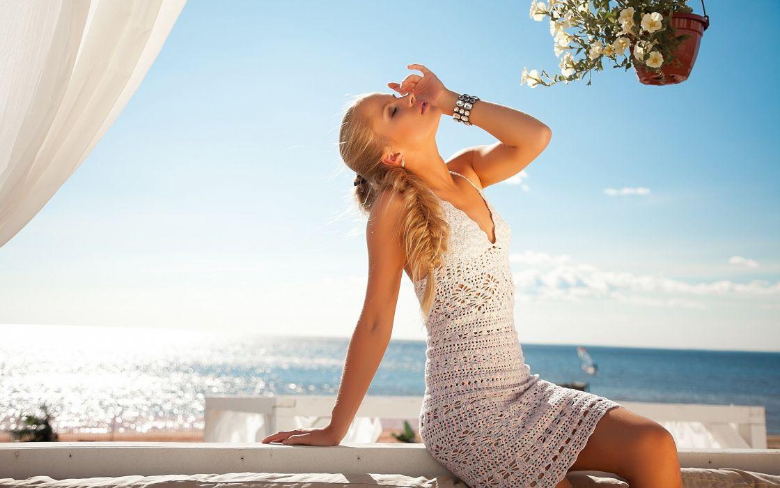 Blondes women ocean dress wallpaper