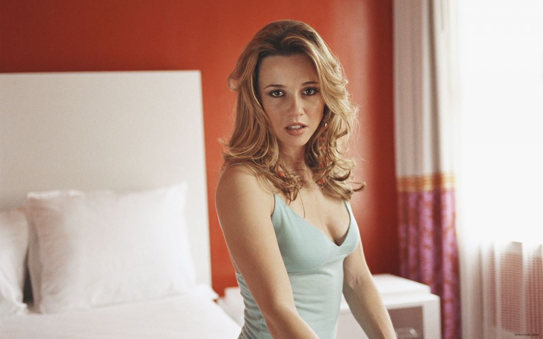 Blondes women beds long hair linda cardellini sitting wallpaper