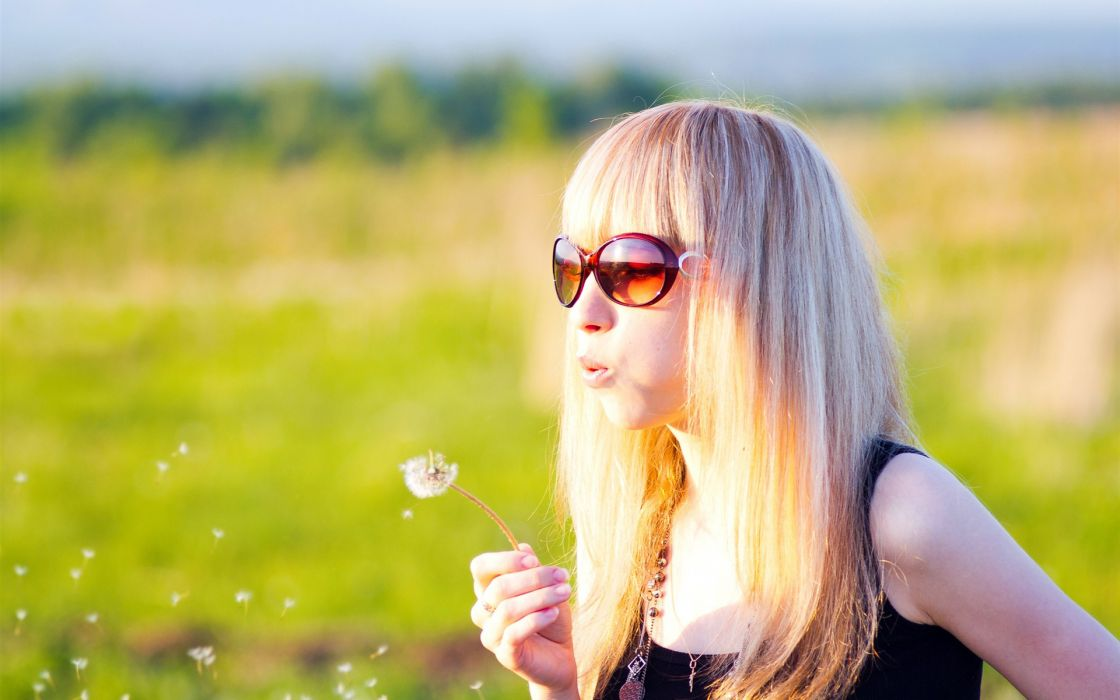 mood happy spring seasons dandelion women females girls sensual models blonde babes sunglasses wallpaper