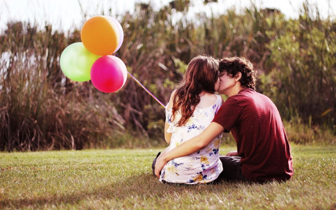 people love romance men males women females girls balloons kissing embrace sensual wallpaper
