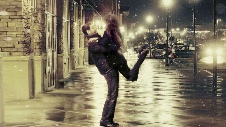 people men males women females girls babes sexy sensual love romance embrace rain wet water reflection night lights mood emotion wallpaper