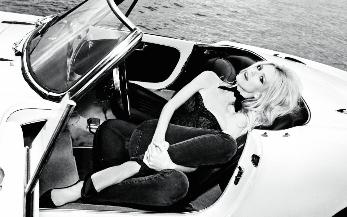 claudia-schiffer claudia schiffer black white black-and-white b/w women females girls models babes sexy sensual style fashion cars vehicles wallpaper