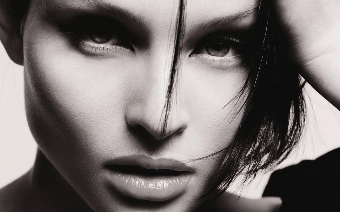 Sophie-Ellis-Bextor Sophie Ellis-Bextor singer musicain black white b/w faces lips_eyes brunette women females girls babes sensual style people wallpaper