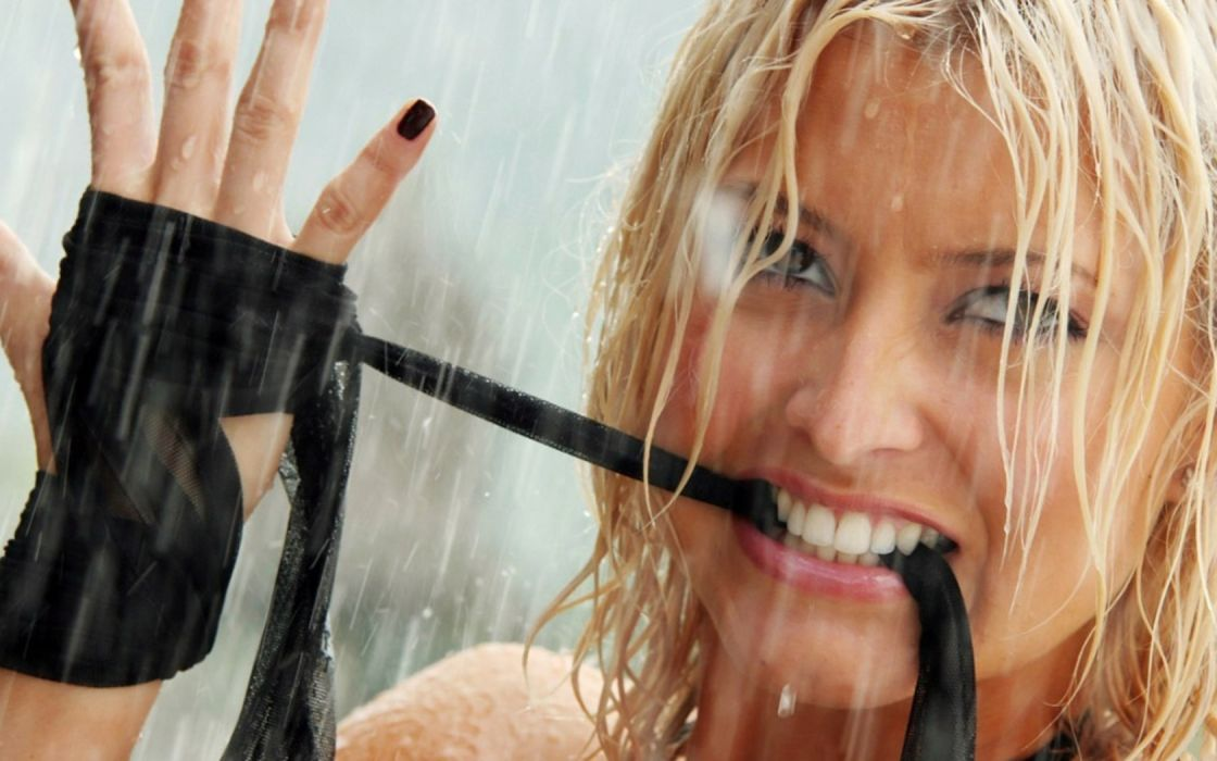 Holly-Valance Holly Valance movies DOA dead alive dead=or-alive blonde action wild face teeth celebrities actress women females girls babes sexy sensual wallpaper