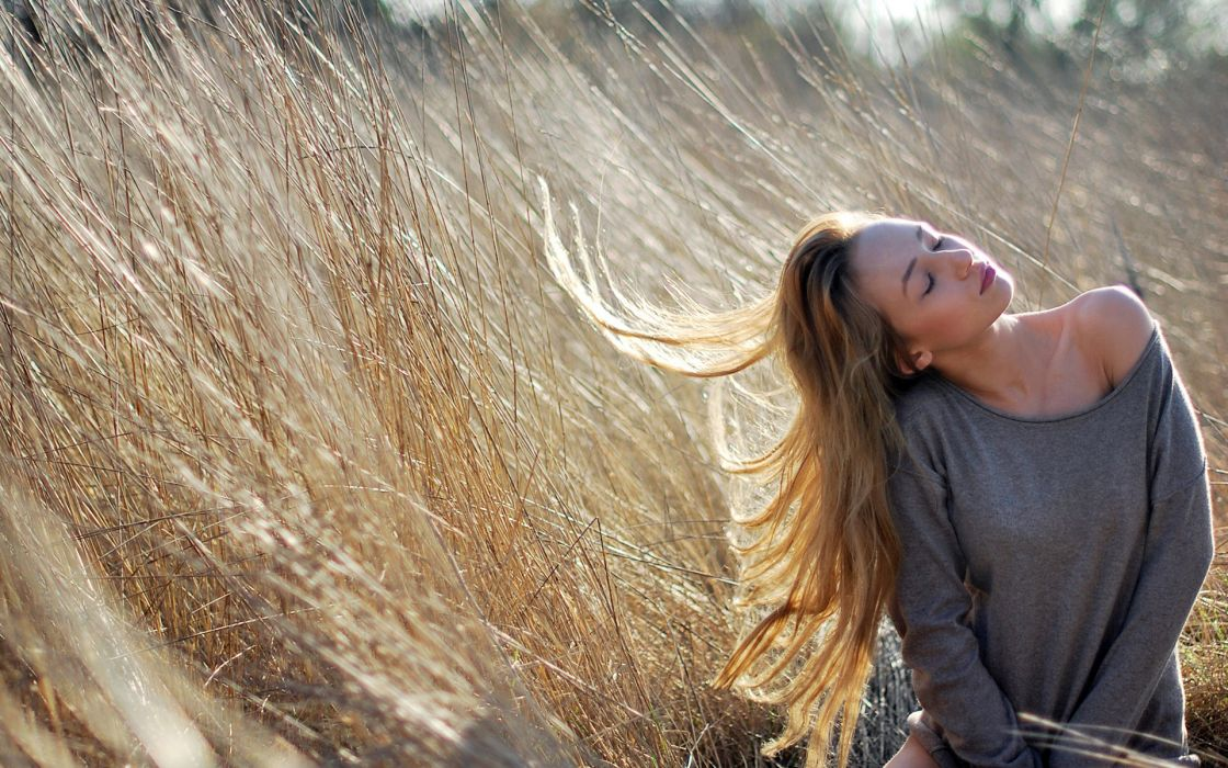 grass nature wind women females girls babes blonde models style hair sexy sensual mood emotion wallpaper