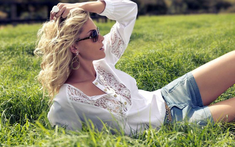 blonde pose sunglasses glasses legs grass women females girls models babes sexy sensual wallpaper