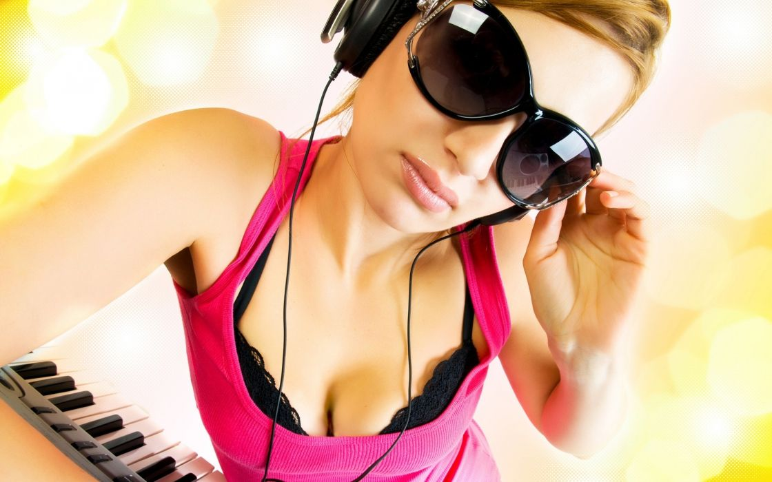 headphones dj disc jockey glasses sunglasses face lips pink boobs cleavage breast model keyboard piano pose women females girls sexy sensual babes bra lingerie wallpaper