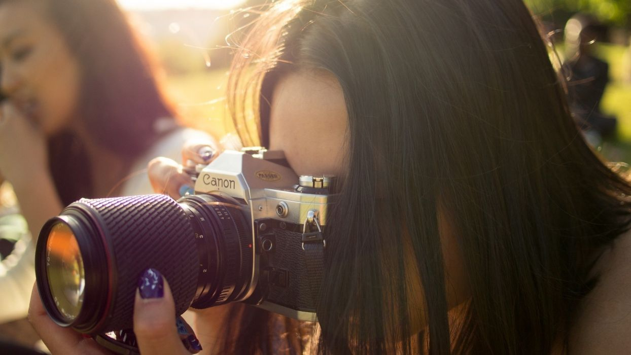 camera tech mech glass lens women females girls babes brunettes models face posture pose photograhy wallpaper