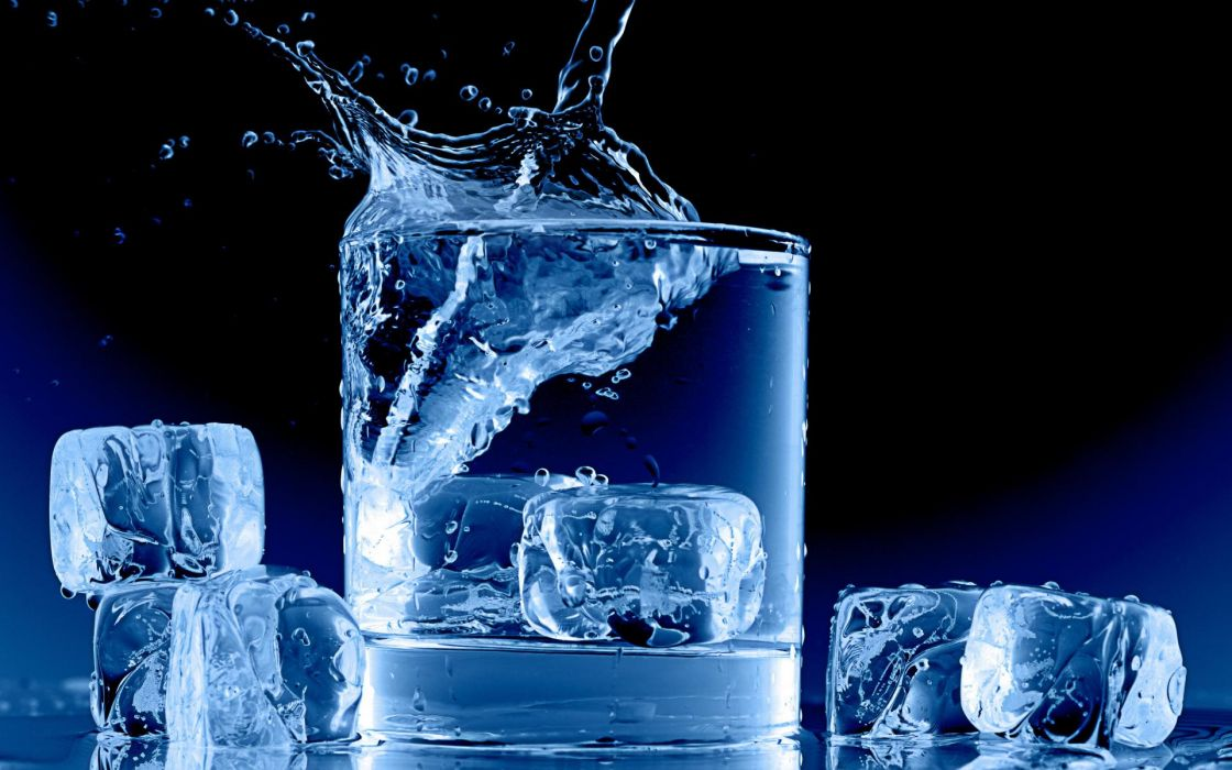 foos drinks water splash drops liquid ice cubes square shapes blue contrast color clear photography cup glass wallpaper