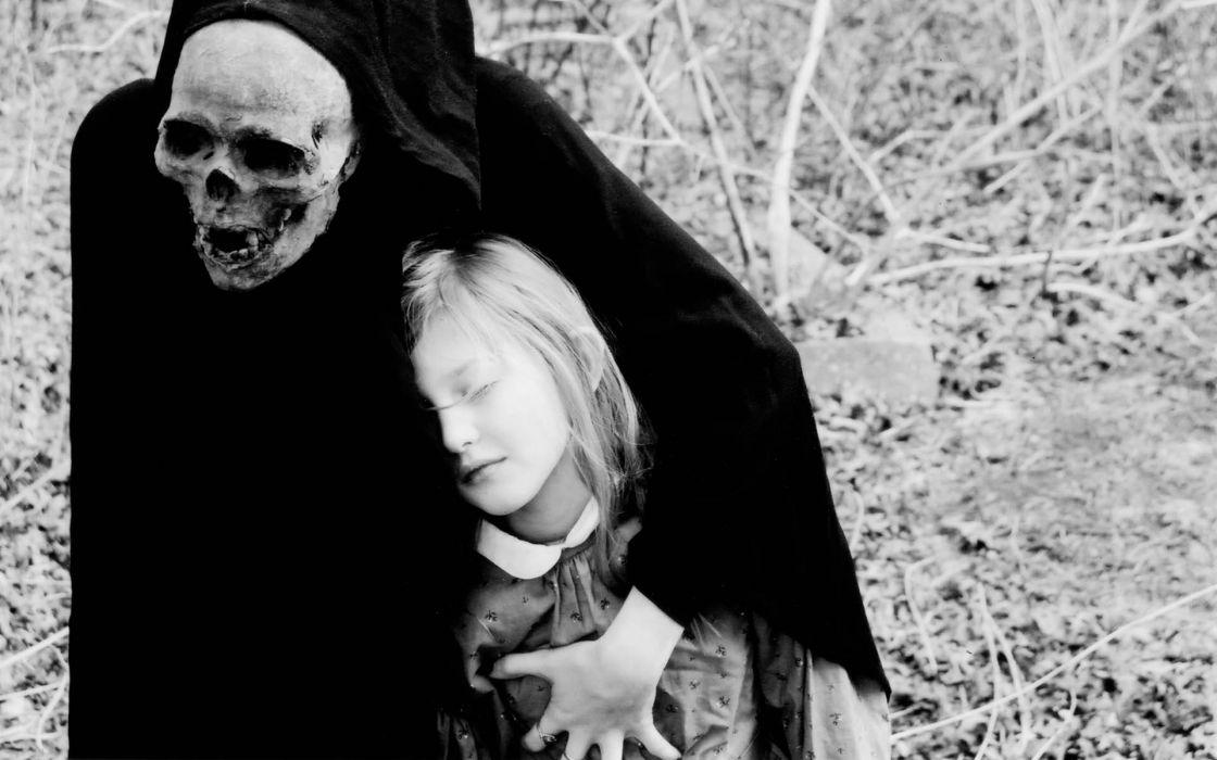 dark death gothic grim reaper mask skull costume evil mood emotion situation children black white sad sorrow life creepy spooky scary halloween wallpaper