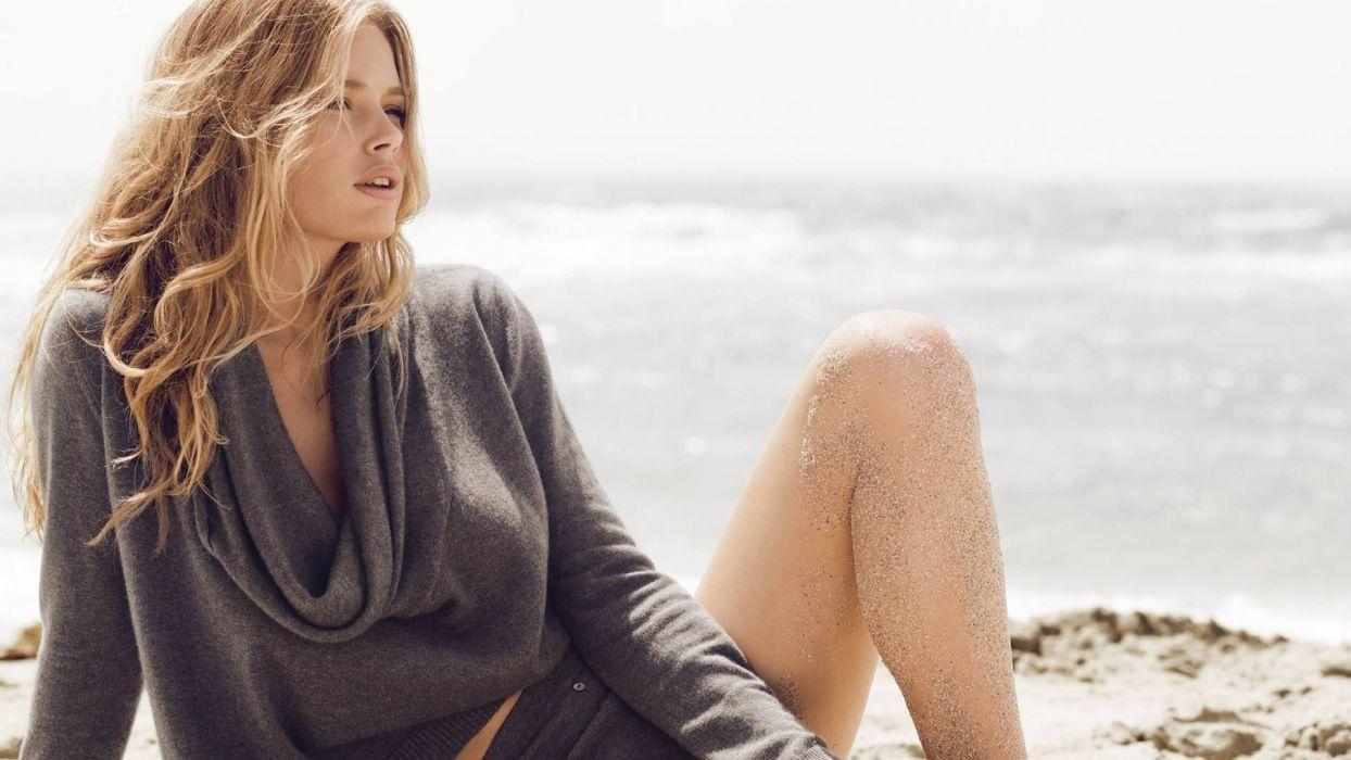 Doutzen Kroes blondes women females girls babes models fashion style summer legs face eyes lips beaches sand ocean sea waves sunlight wallpaper