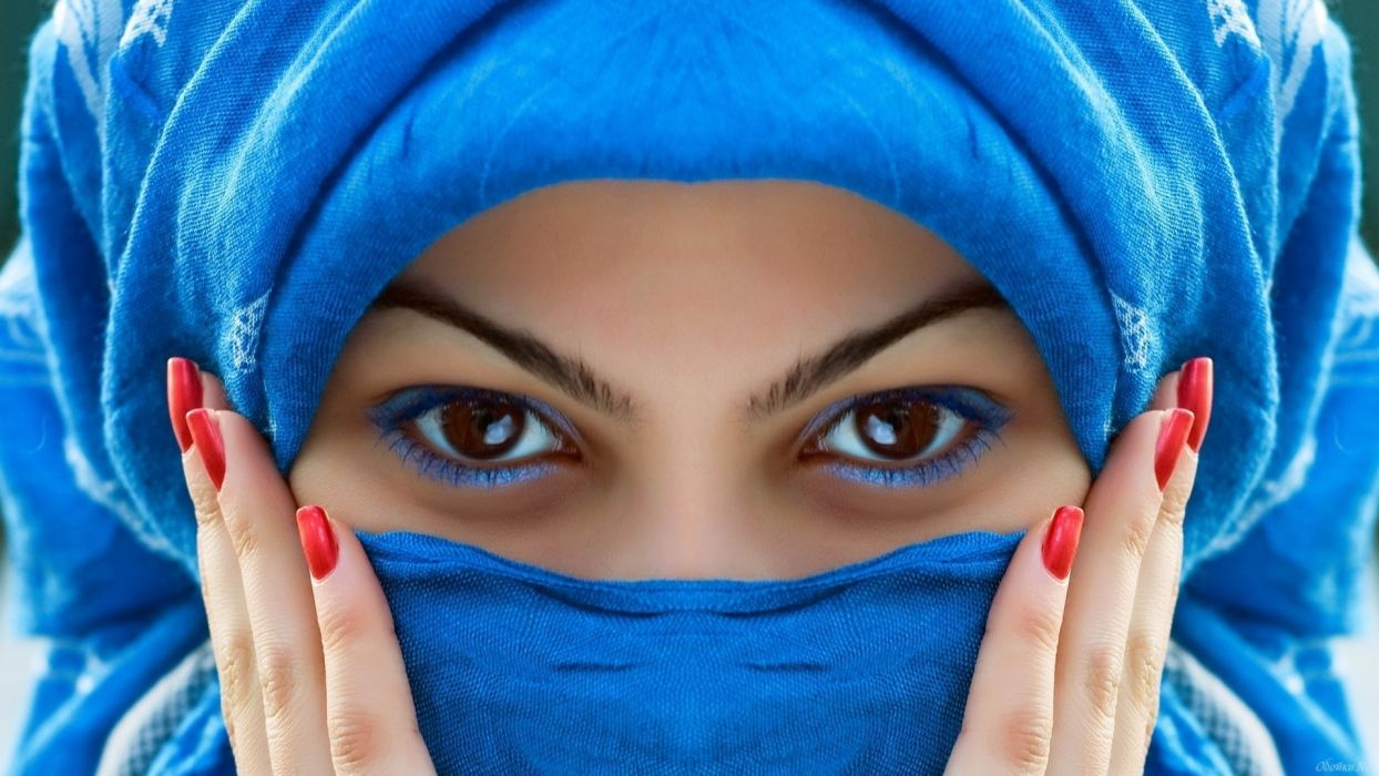 scarf blue color vibrant bright face eyes stare hands nails exotic women females girls babes sensual style wallpaper