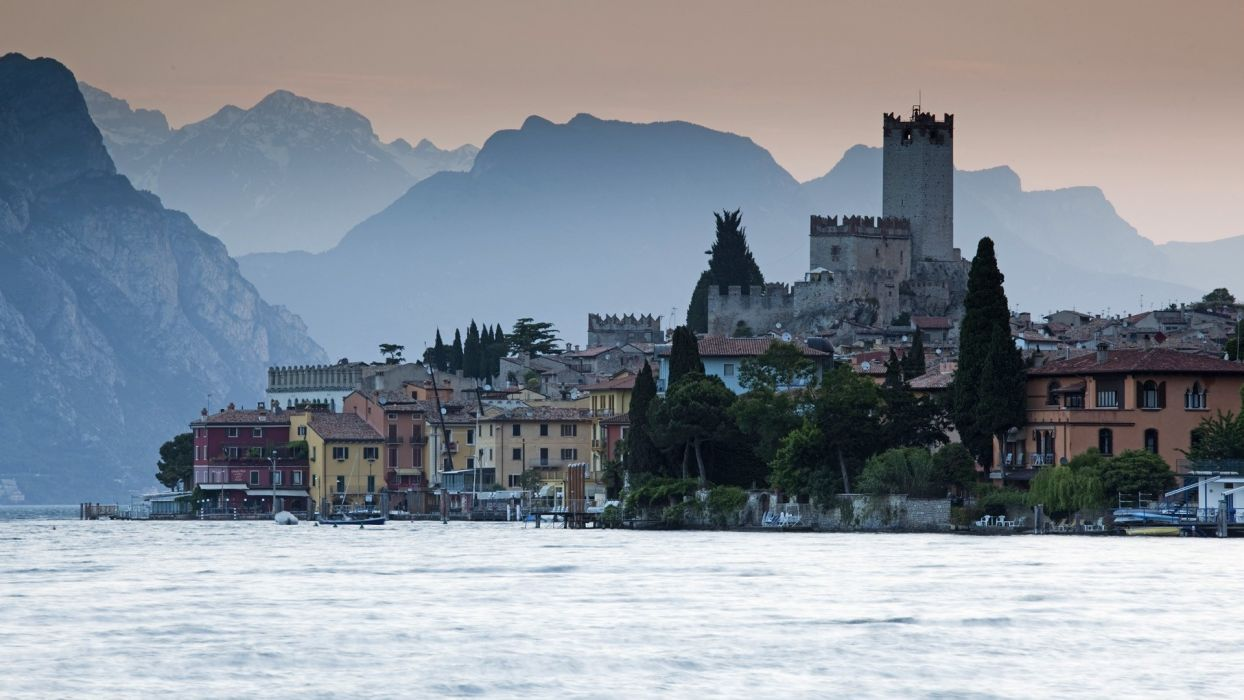 italy malcesine garda world architecture buildings houses tower castle lakes water mountains scenic place wallpaper