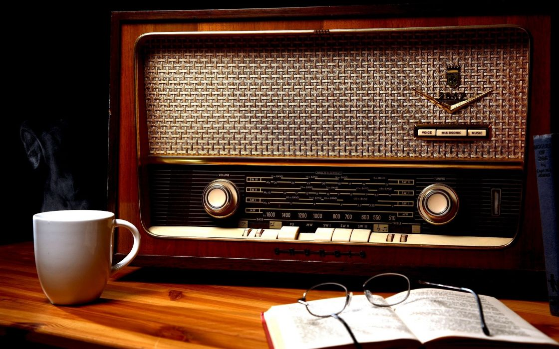 retro classic radio setting still life glasses coffee cup books wood wallpaper