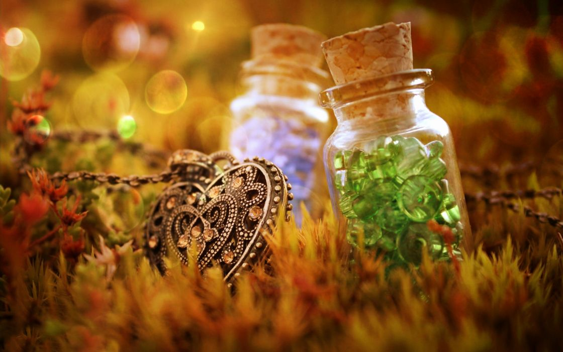 bokeh photography mood emotion fantasy heart necklace jewelry moss color crystals cork bottle jar glass reflection wallpaper