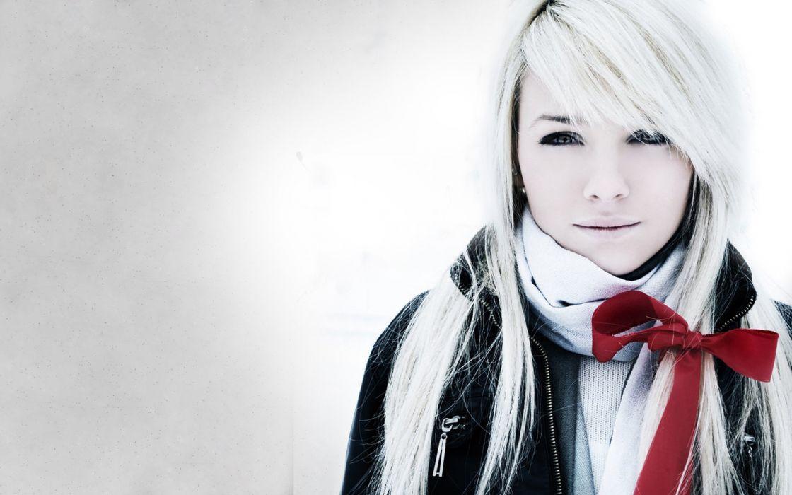 Laura Ivana women females girls babes models sensual style fashion blondes pale face eyes pov winter seasons wallpaper