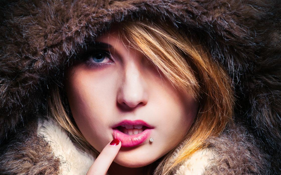 women face eyes pov blonde model wallpaper