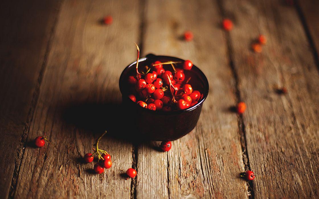 color berries contrast wood wallpaper
