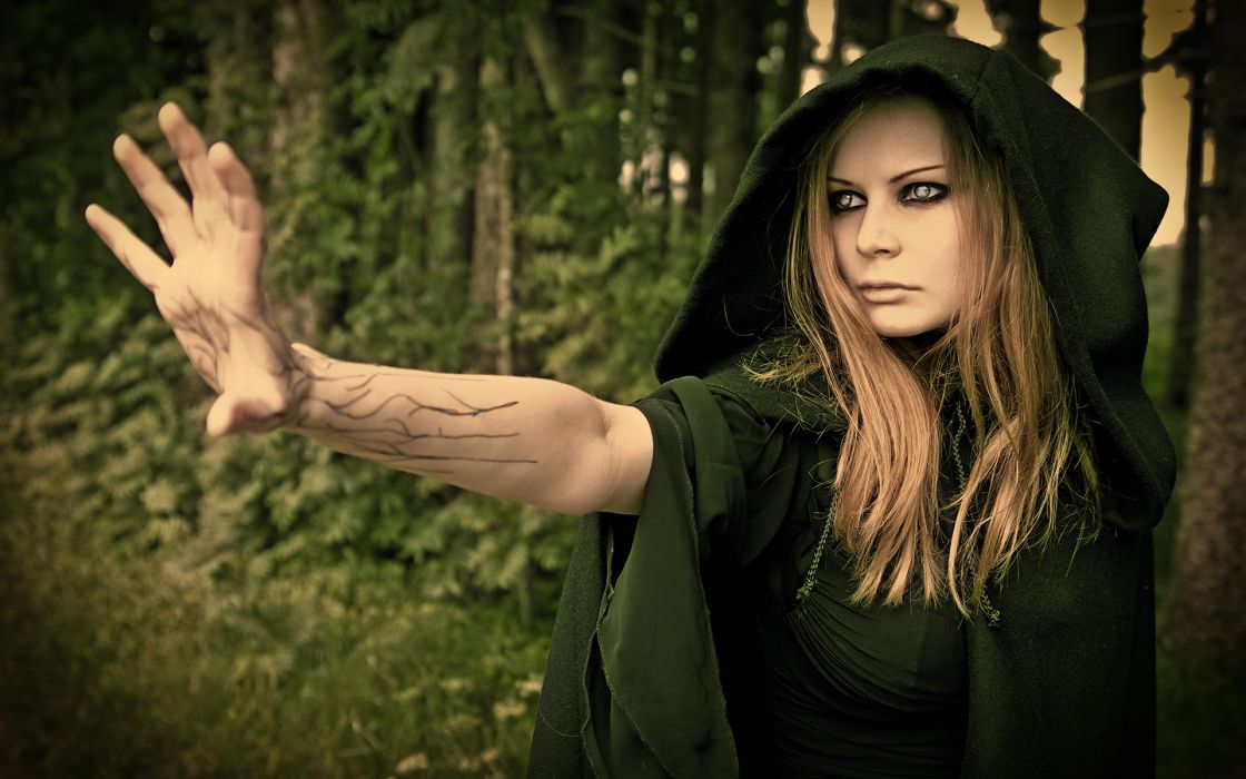 dark fantasy witch women face eyes occult wallpaper