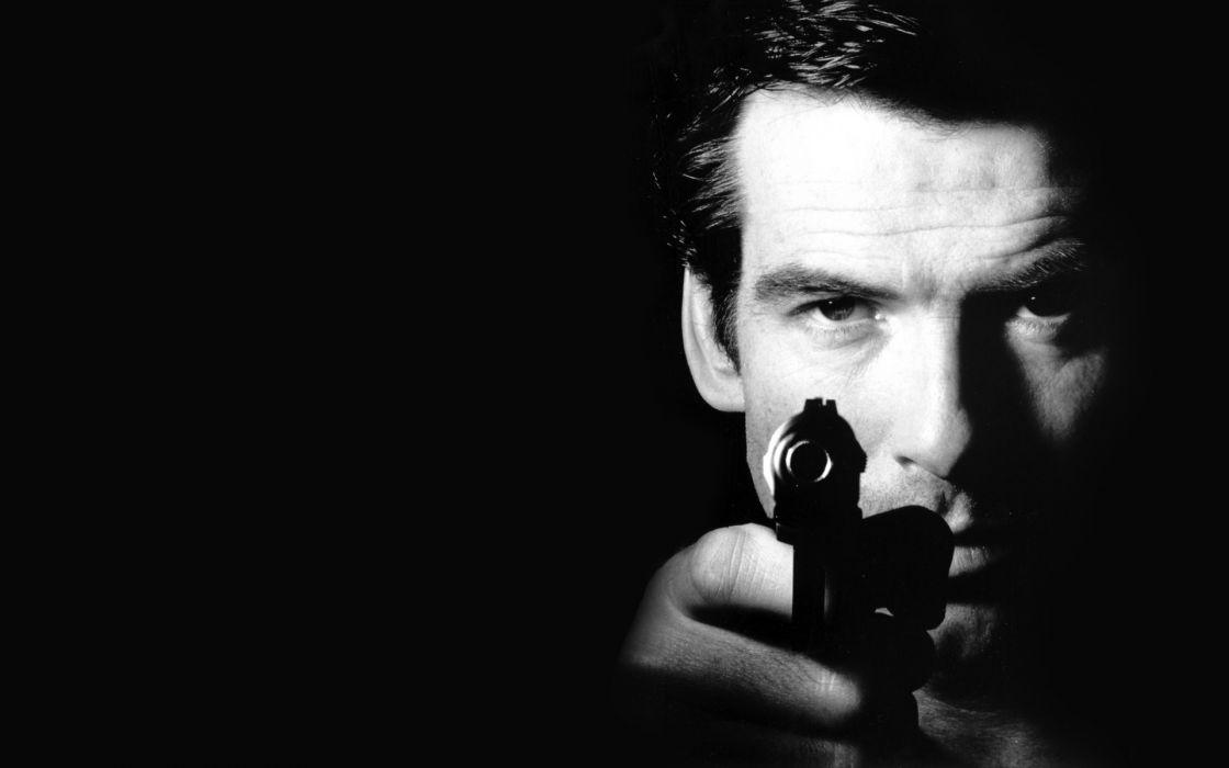 Pierce Brosnan pistol 007 James Bond weapons gunspeople men actor wallpaper