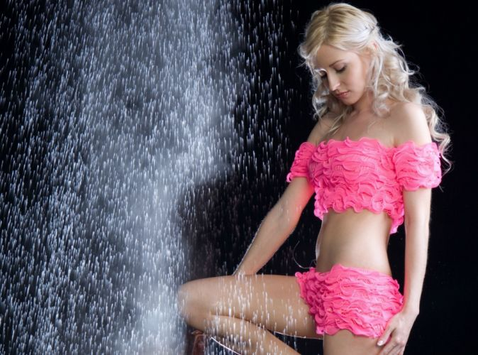 women blondes model adult sexy babes drops fountain water pink wallpaper