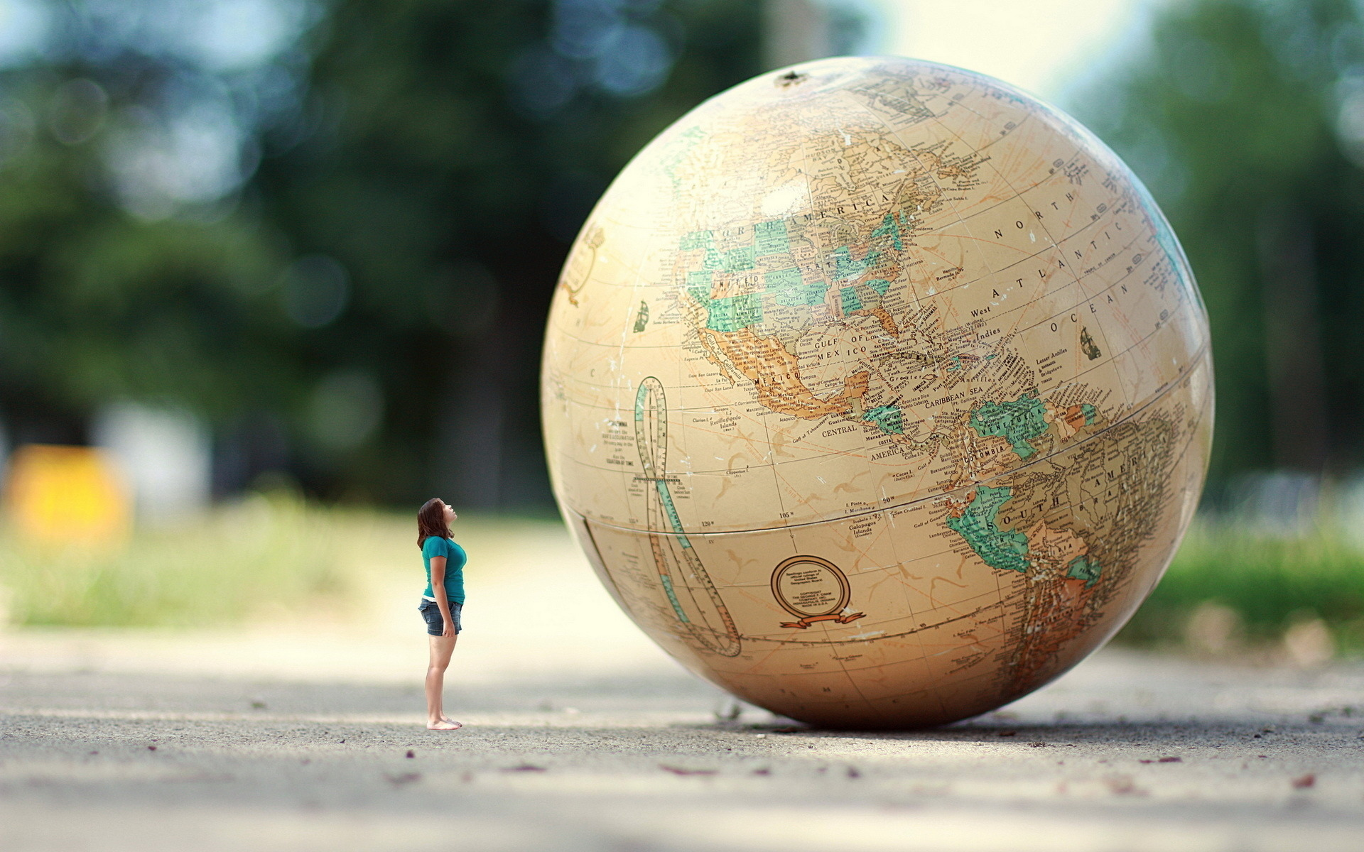Manip Earth Globe Sphere Map Women Humor Mood Travel Situation Wallpaper