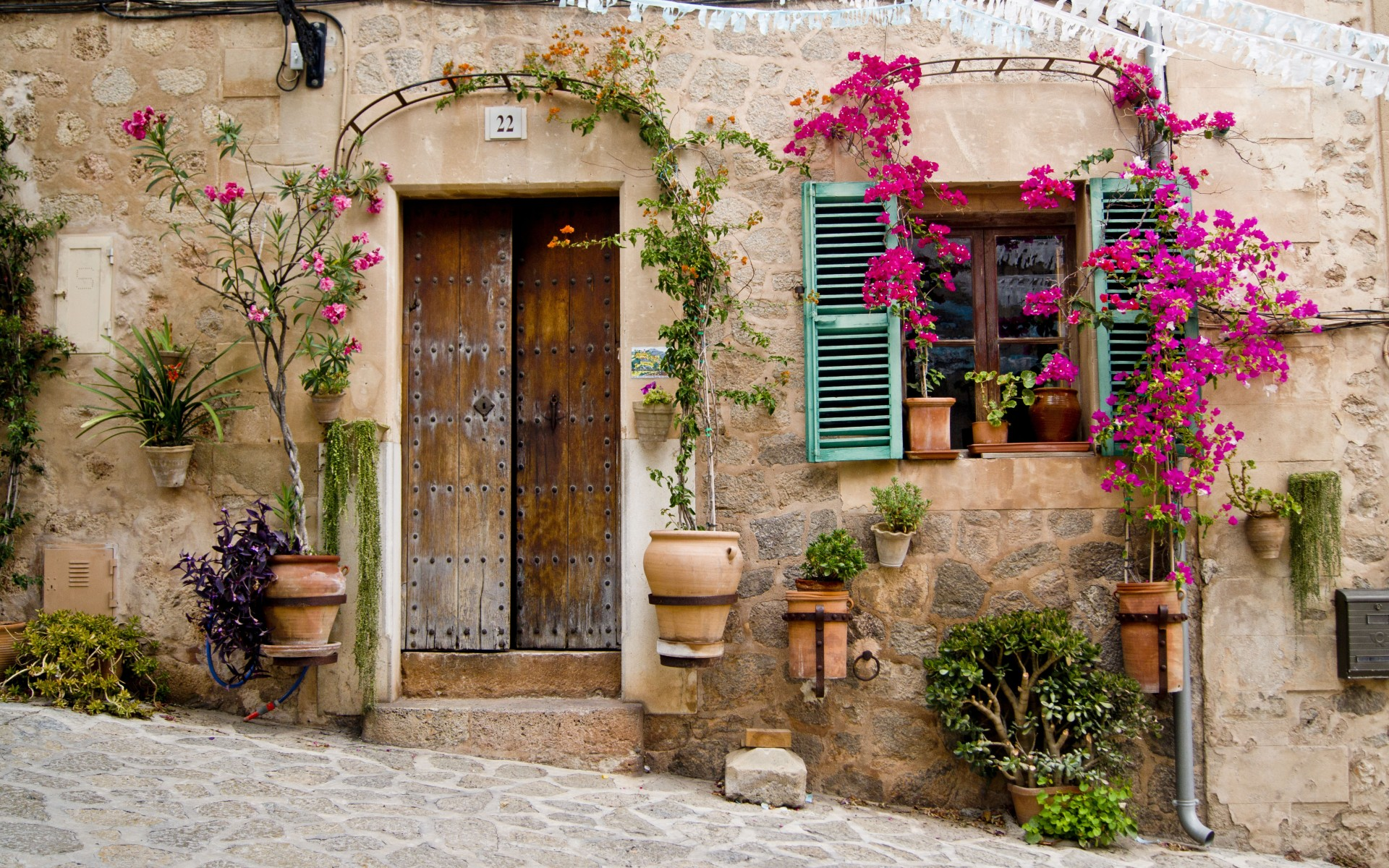Provence mallorca buildings stoop door window flowers wallpaper 1920x1200 30165 wallpaperup for Decoration rocaille aixen provence