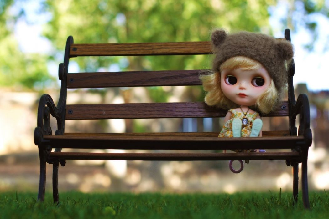Toys Glance Bench Doll mood face eyes blondes girl cute children wallpaper
