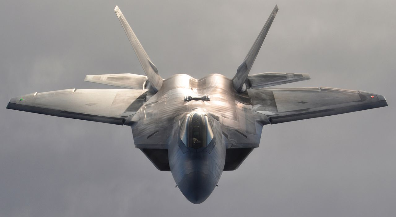 F-22 fighter jet air force military weapon wallpaper