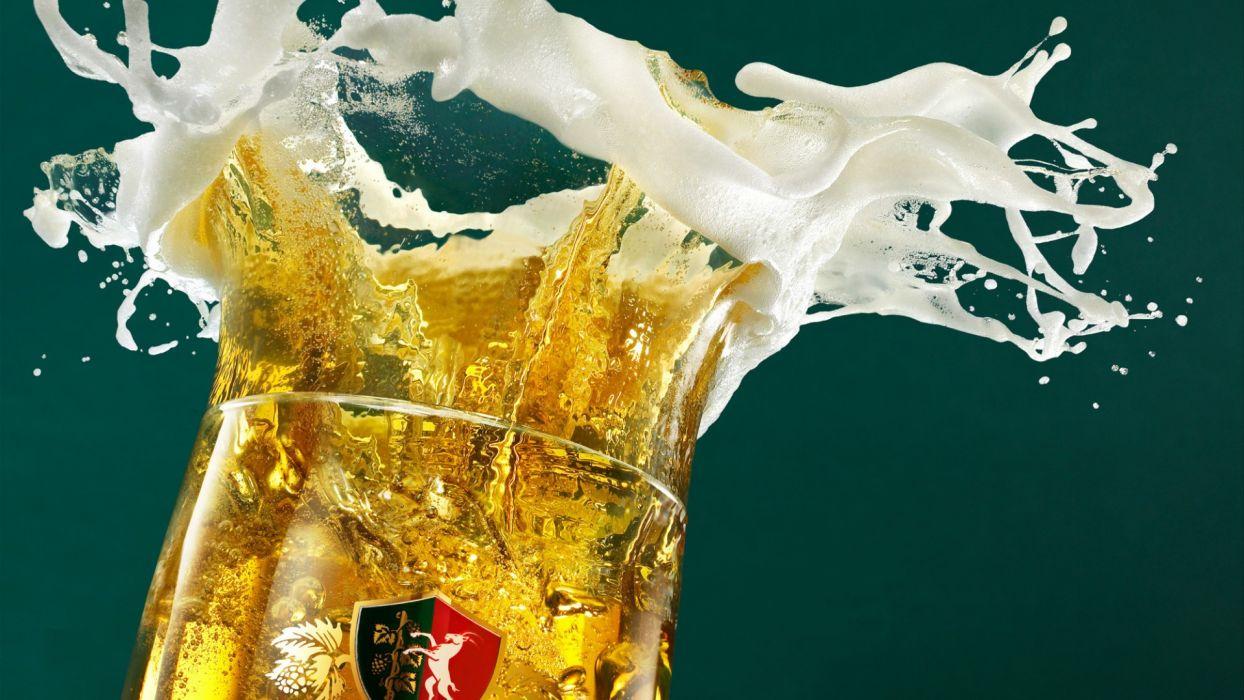 Perla beer glass spray foam wallpaper