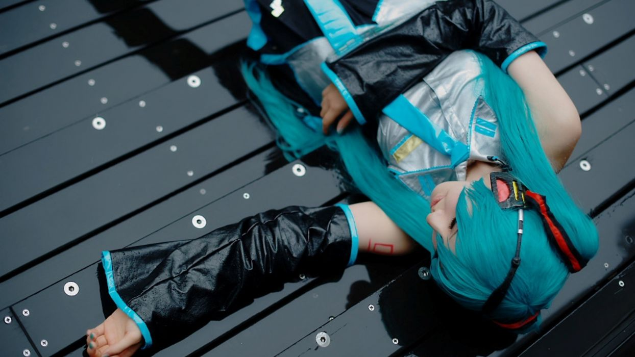cosplay vocaloid turquoise anime asian oriental women model sexy babes realistic wallpaper