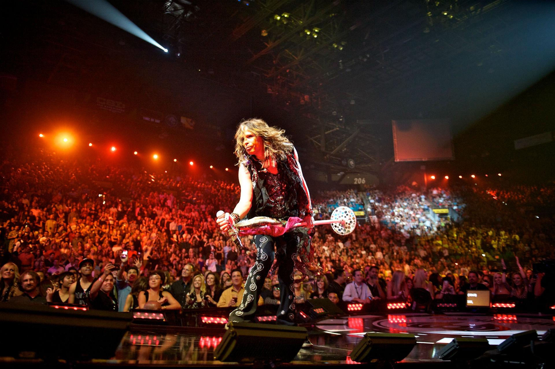 aerosmith steven tyler hard rock concert crowd stage light