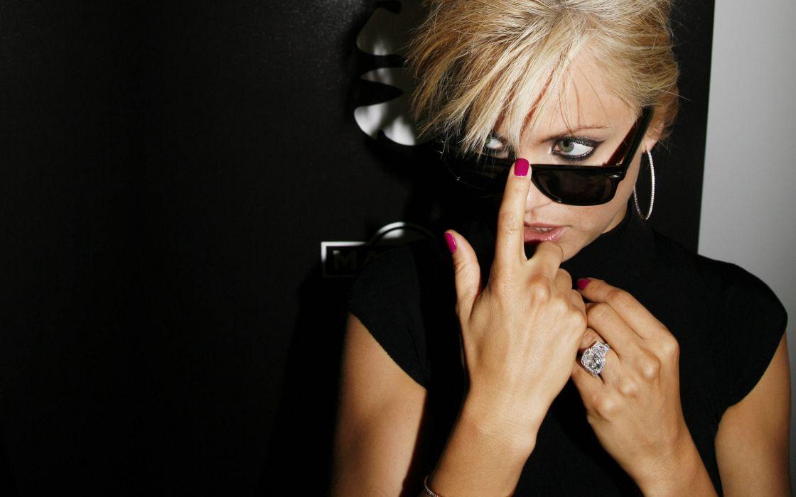 Mena Suvari actress celeb women models blondes glasses sexy babes face eyes wallpaper