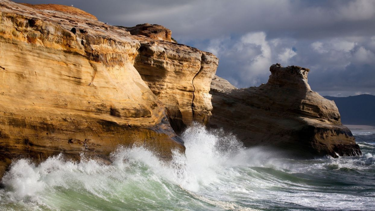 landscapes cliff islands waves swell splash drops spray sky clouds wallpaper