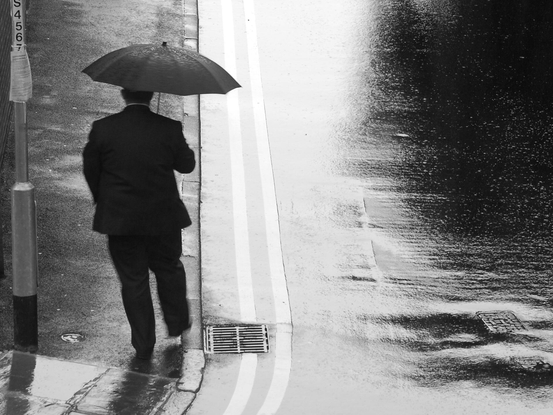 water black and white rain | Volvoab
