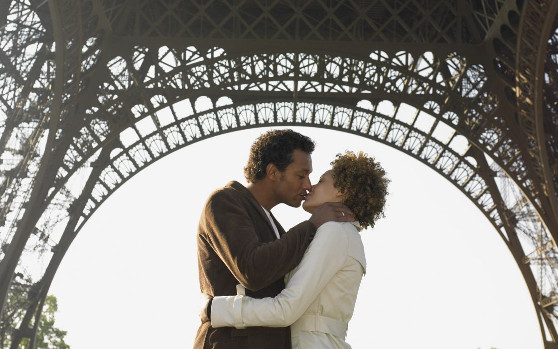 love romance couple kiss paris france eiffel tower mood emotion wallpaper