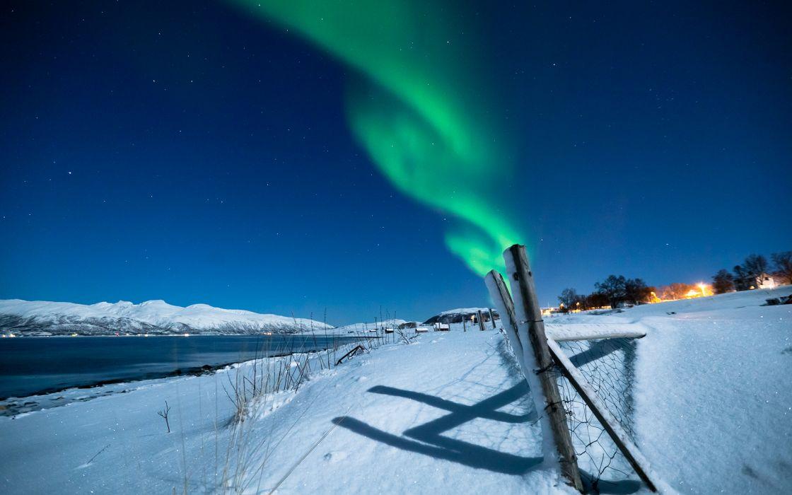 Aurora Borealis Northern Lights Night Green Snow Winter Stars Fence landscapes lakes sky wallpaper