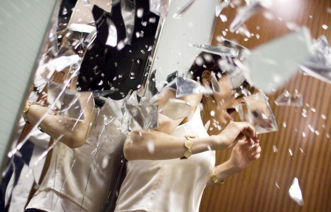 Demon movies Bojana Novakovic dark horror scray shatter glas explosion women females wallpaper