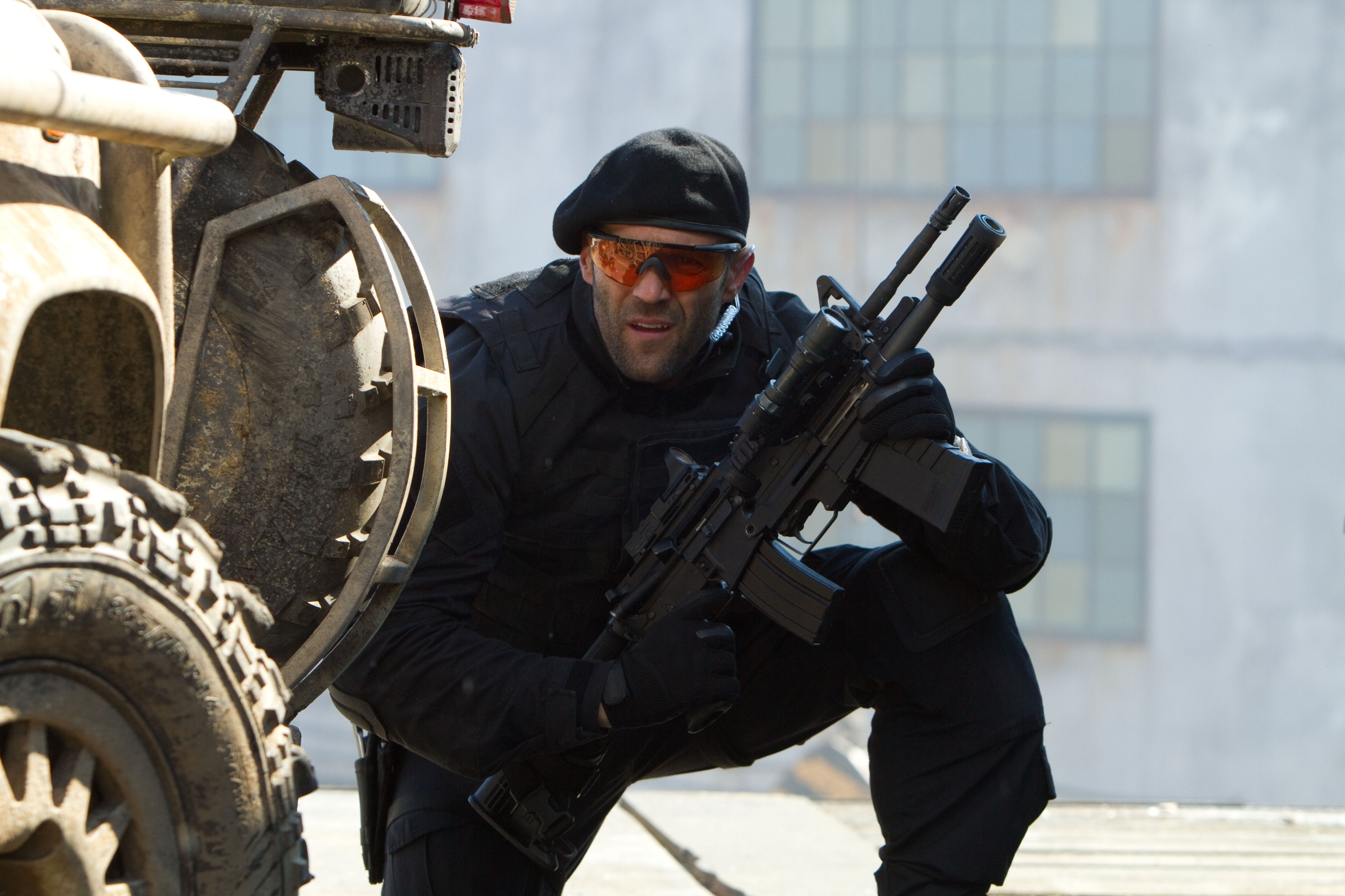 the expendables jason statham assault rifle actor men males weapons