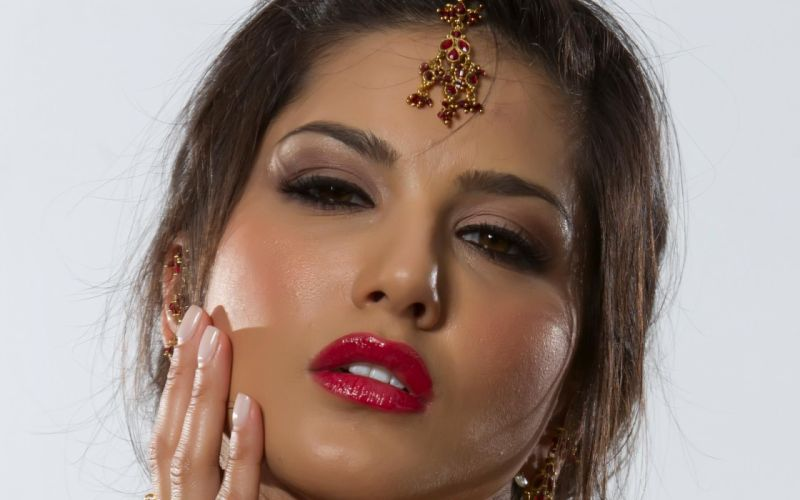 sunny leone adult women actress models brunettes sexy babes face eyes pov loips jewelry wallpaper