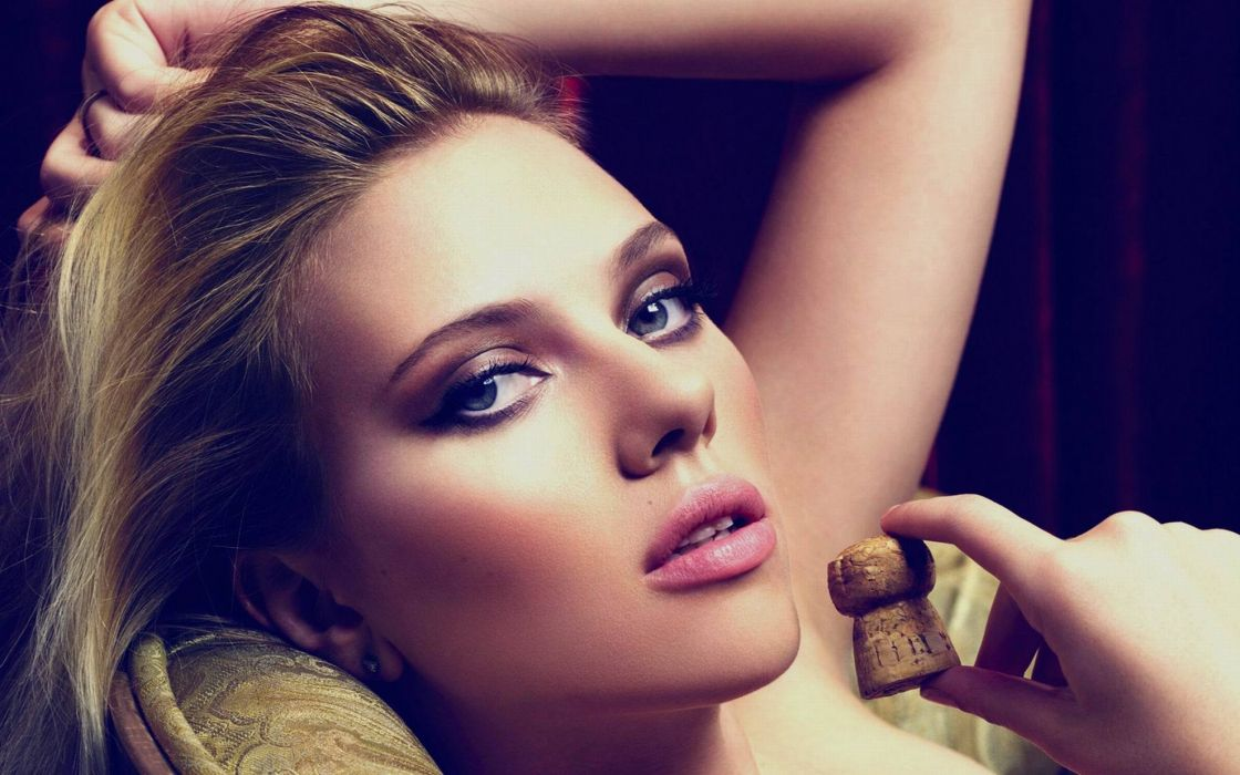 Rosie Huntington Whiteley women females fashion models glamour blondes sexy babes       a wallpaper