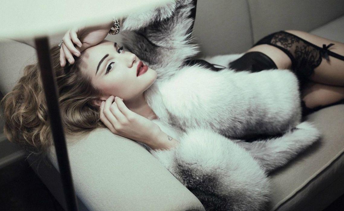 Rosie Huntington Whiteley women females fashion models glamour blondes sexy babes      q wallpaper