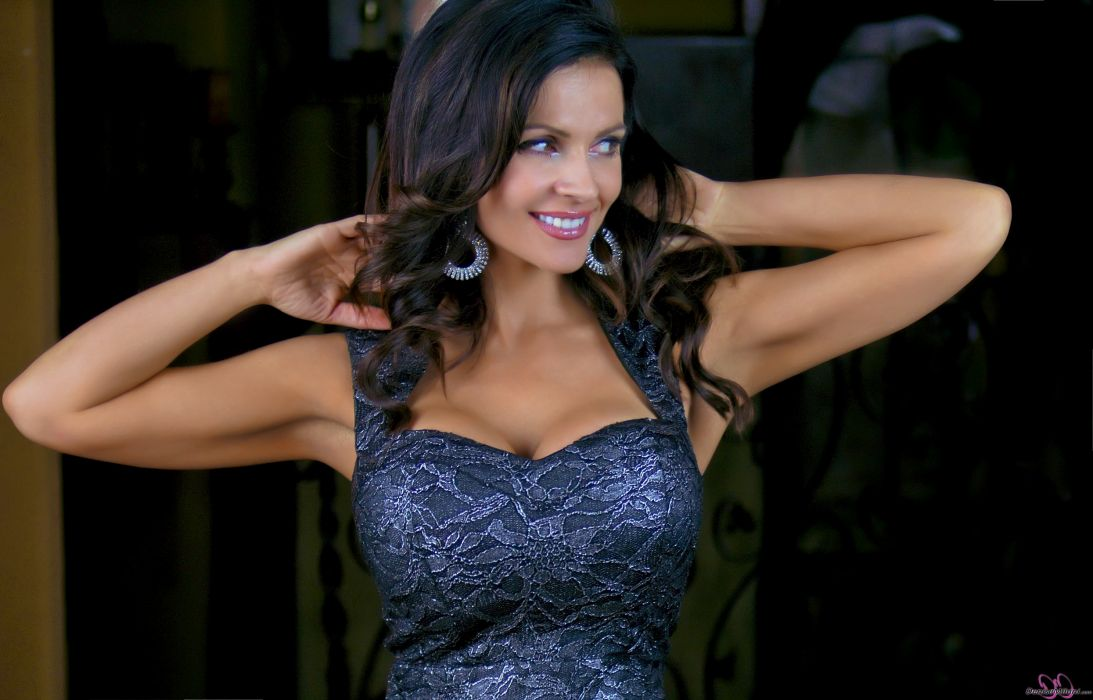 Denise Milani adult women models brunettes sexy babes cleavage females       y wallpaper