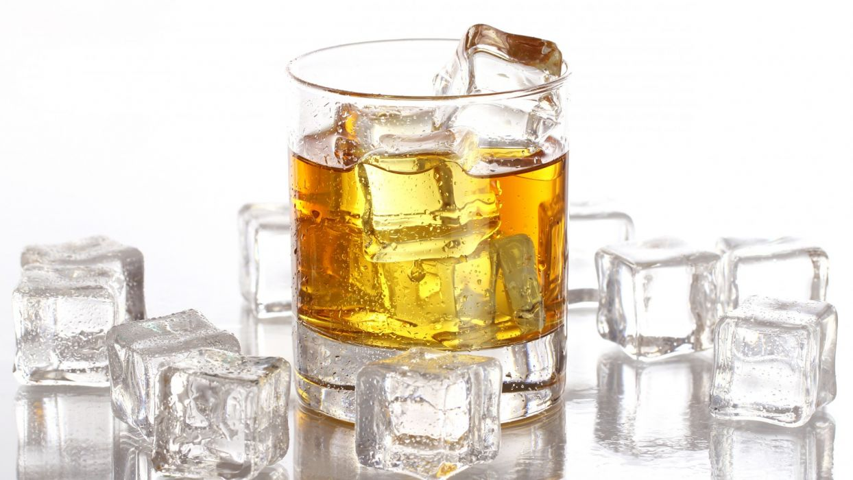 whiskey glass drops ice cubes alcohol wallpaper