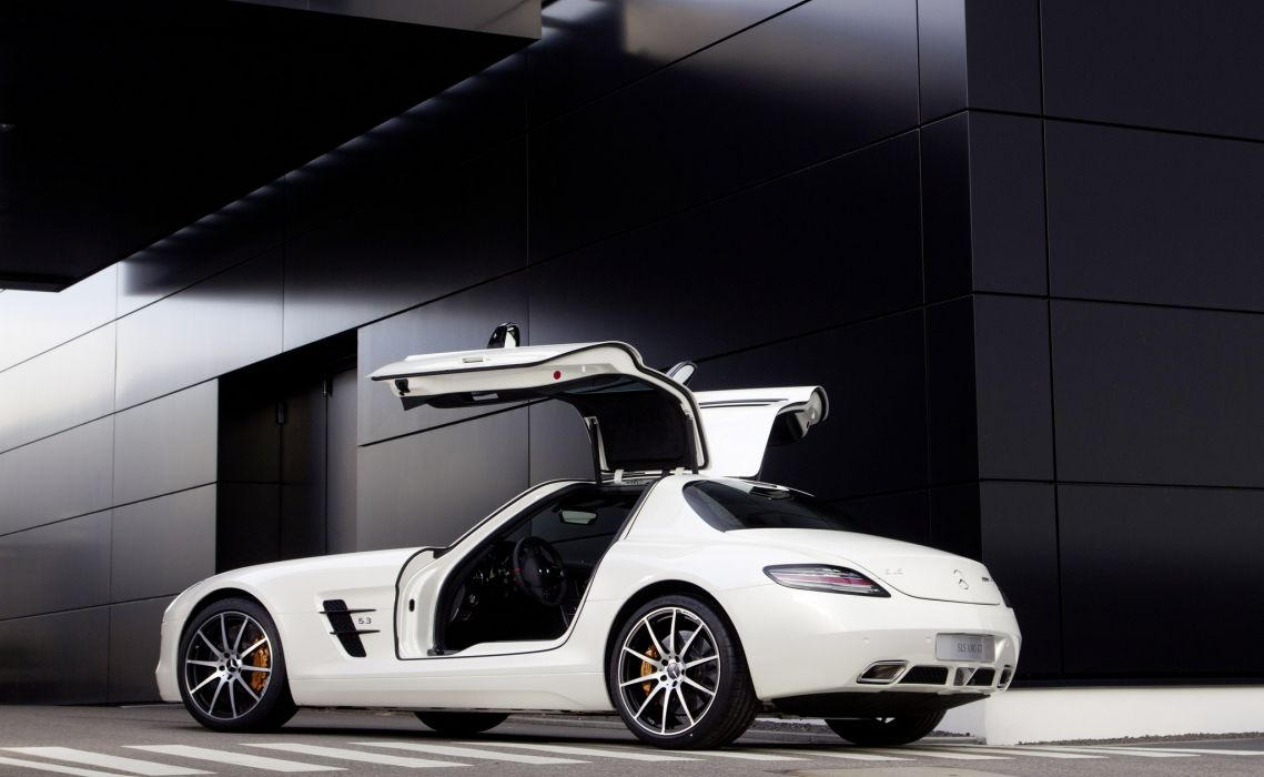2013 Mercedes Benz SLS AMG GT supercar wallpaper