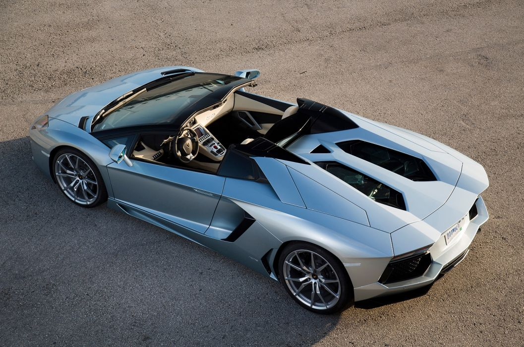 2014 Lamborghini Aventador Roadster supercar silver           e wallpaper