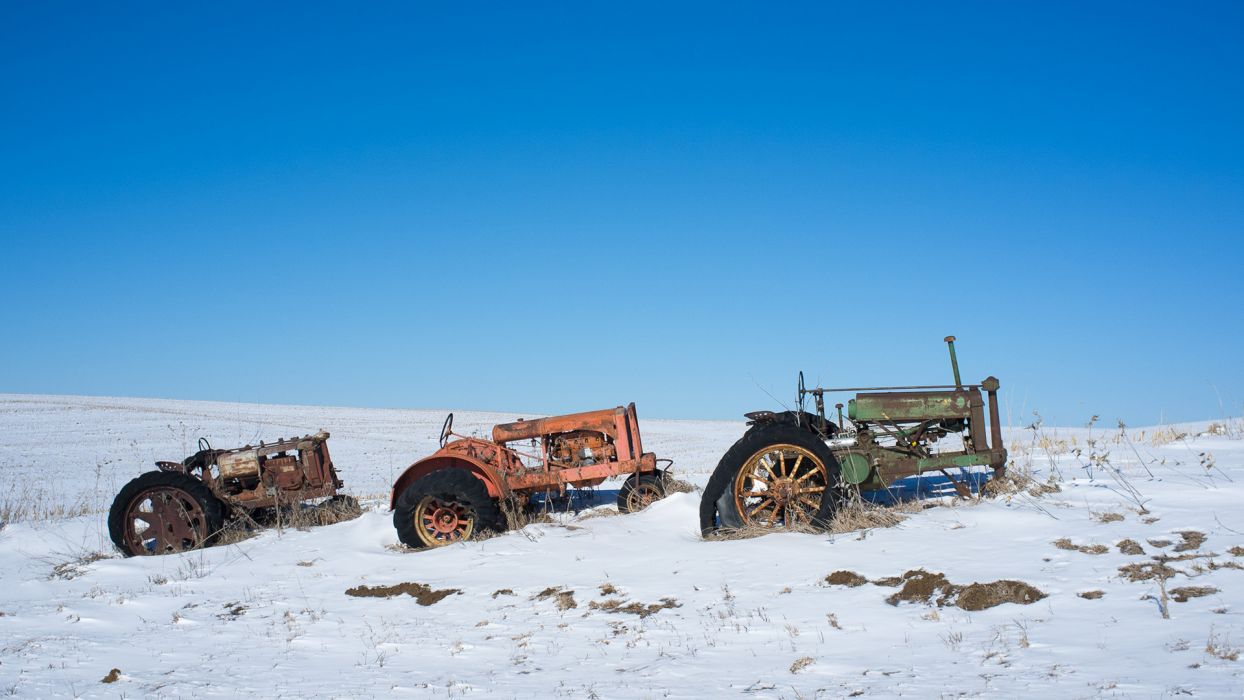 Tractor Snow Winter Rust Abandon Deserted landscapes vehicles sand snow winter rustic sky wallpaper