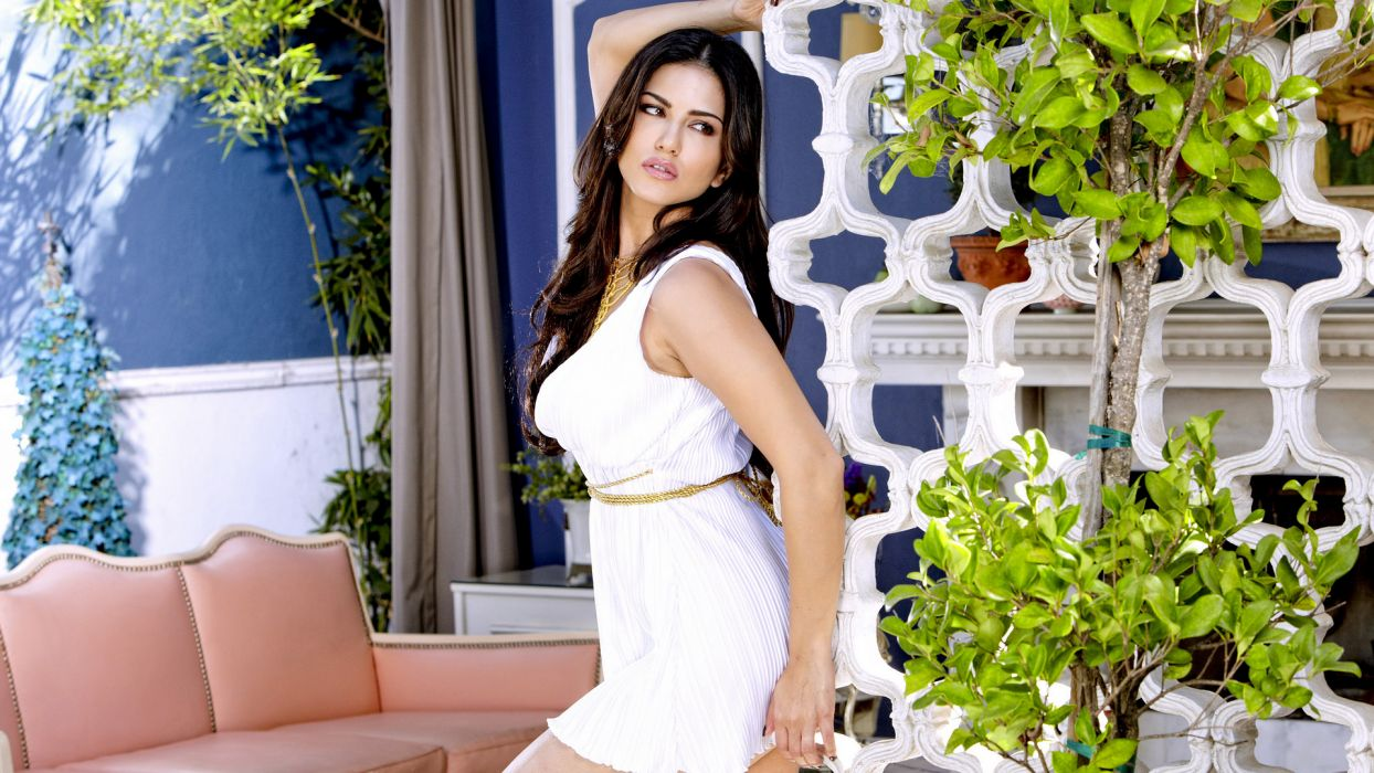 Sunny Leone adult actress women females models brunettes sexy babes cleavage       t wallpaper