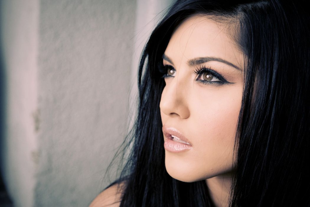 Sunny Leone adult actress women females models brunettes sexy babes cleavage eyes face wallpaper