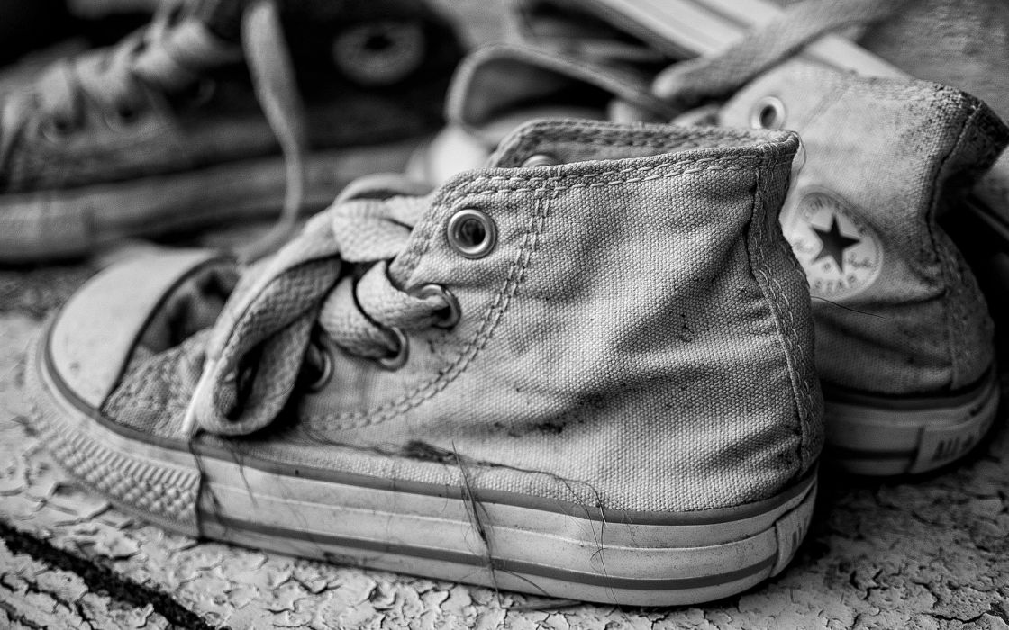 shoes converse black white retro sneakers product macro close-up wallpaper